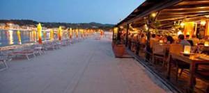 presencia-visibilidad-restaurante-playa-nocturno